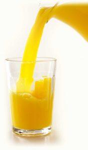 Por ejemplo, cuando preparamos un jugo de naranja, observamos que quedan partículas sin disolver y que la mezcla no es totalmente transparente. Muchas veces también se puede ver que las partículas de mayor tamaño decantan cuando la mezcla se deja en reposo.
