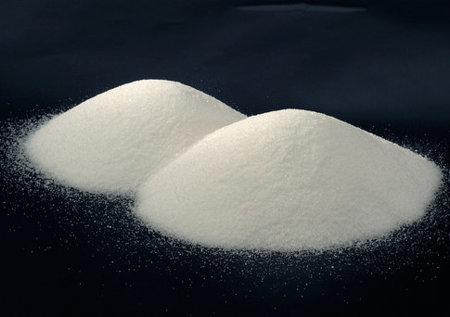 Por ejemplo, al analizar una muestra pura de salcomún siempre encontramos los mismos valores para propiedades talescomo la solubilidad (36 g/100 cm3a 20 °C), la densidad (2,16 g/cm3) y elpunto de fusión (801 °C). Los valores de las propiedades específicas delas sustancias puras siempre son los mismos.